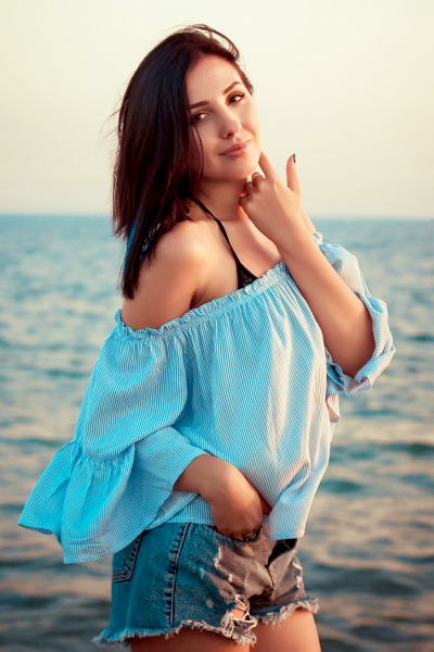 Elizaveta 27 years old Ukraine Nikolaev, Russian bride profile, russian-brides.dating